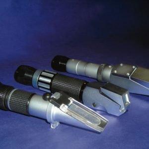 Refractometro de mano Labklass 0-32º Brix (Min. Esc. 0.2º Brix) ATC con luz